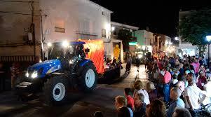 El Desfile de Carrozas volvió a marcar el inicio de unas multitudinarias fiestas de San Cristóbal en Yebra