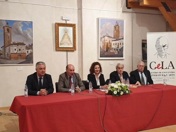 El presidente de la Diputación de Guadalajara asiste a la conferencia sobre literatura y arte en el Centro CeLA de Almonacid de Zorita