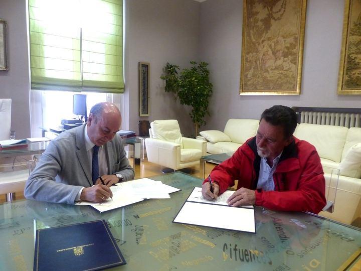 La Diputación de Guadalajara firma un convenio con el Ayuntamiento de Zorita de los Canes para garantizar la apertura de Recópolis