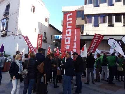 Los sindicatos de las empleados públicos no aguantan más y exigen a Page que cumpla los compromisos que asumió cuando estaba en la oposición