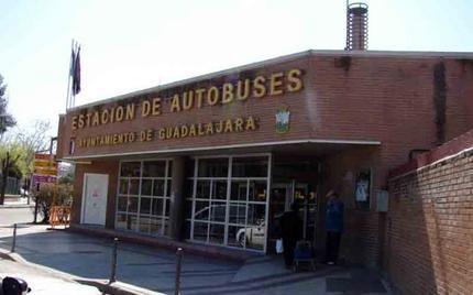 La estación de autobuses de Guadalajara dispone, desde este miércoles, de una máquina de recarga de títulos de transporte del Consorcio regional de Madrid