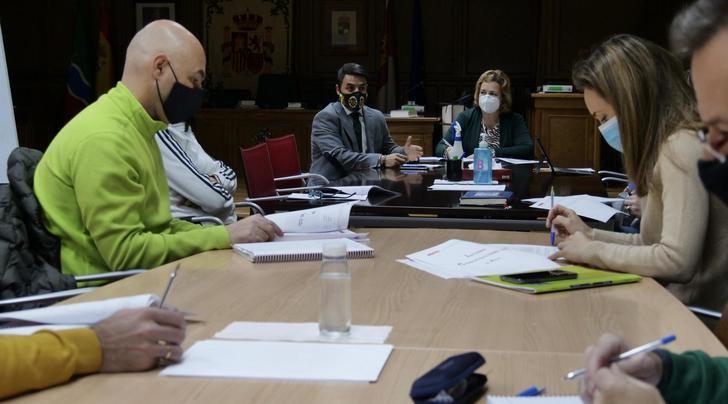 El Ayuntamiento de Alovera presenta el estudio de laboratorio que no detecta en ningún centro educativo fallos en la ventilación de las aulas
