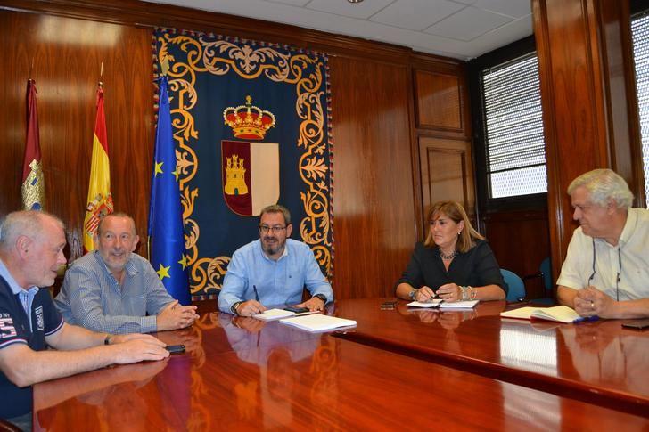 Eusebio Robles ha mantenido una primera reunión con representantes de UGT y CCOO para tratar temas de actualidad y crear líneas de trabajo