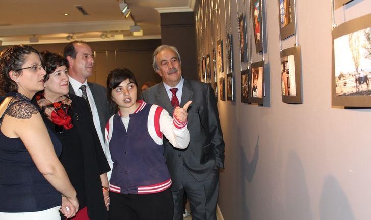Inaugurada la exposición fotográfica realizada por alumnado del colegio de Educación especial Virgen del Amparo de Guadalajara