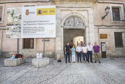 Francisco Tierraseca visita las obras que se llevan a cabo en la Real Fábrica de Paños de Carlos III de Brihuega