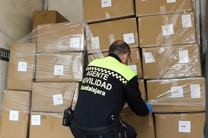El Ayuntamiento de Guadalajara anuncia que contará en los próximos días con 555.000 mascarillas, 1.000 gafas protectoras, 2.000 trajes de protección y 60.000 guantes de nitrilo