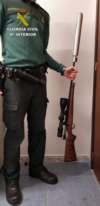 La Guardia Civil de Guadalajara detiene a dos personas por tenencia ilícita de armas en Ciruelos del Pinar