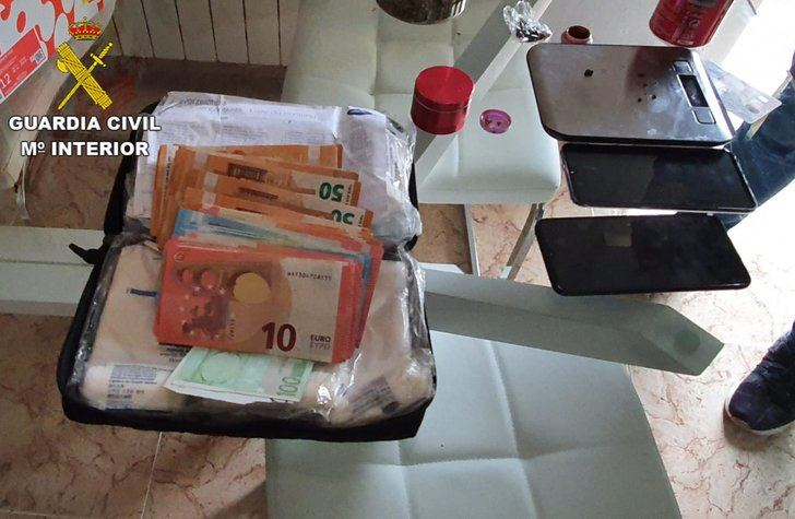 La Guardia Civil ha detenido a dos personas en Albarreal de Tajo por cultivo o elaboración de estupefacientes