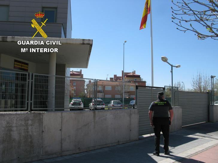 La Guardia Civil detiene a una persona por robar y coaccionar a una persona minusválida en Azuqueca de Henares