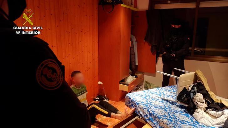 La Guardia Civil desarticula una organización criminal responsable de CIENTOS de estafas relacionadas con la venta de mascarillas y otros efectos