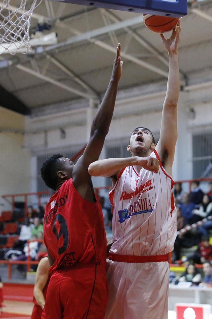 Un mermado Isover Basket Azuqueca visita a un necesitado Basket Navarra