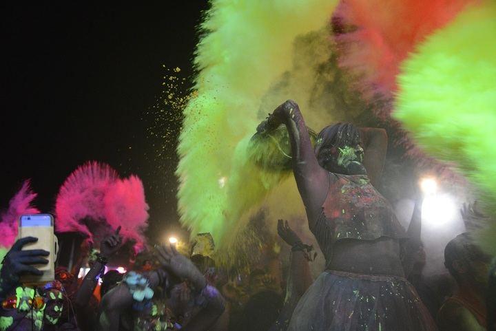 Guadalajara vivirá una espectacular carrera nocturna con polvos de colores fluorescentes, la Holi Life Neon