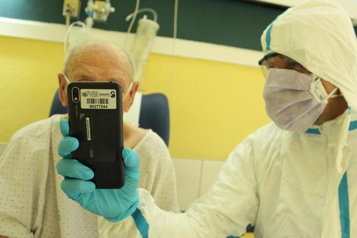 El Hospital de Guadalajara dispone una serie de tabletas y terminales para facilitar la comunicación entre los pacientes y sus familiares