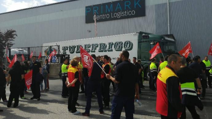 """Huelga indefinida en la planta de Primark en Torija con posible """"casos de esquirolaje"""""""
