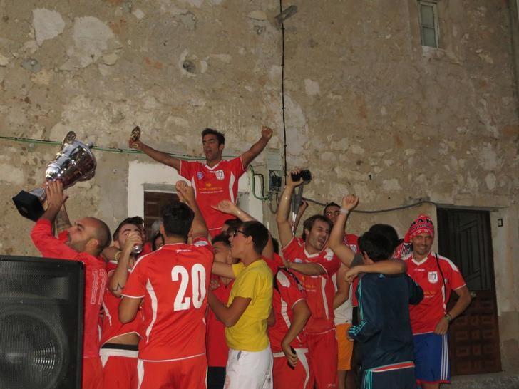 Mandayona gana su octavo torneo de fútbol Alto Henares