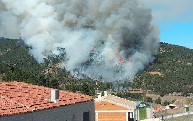 Murcia ofrece su apoyo a Castilla-La Mancha para luchar contra el incendio declarado en Paterna del Madera