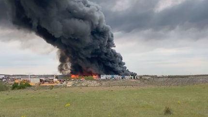 Gran incendio en Seseña, junto a la A-4, visible desde muchos puntos del sur de Madrid