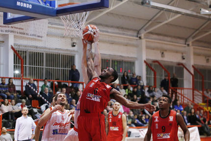 El Isover Basket Azuqueca afronta su primera fina en La Paz