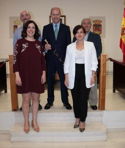 Javier del Río toma posesión como alcalde de Pareja por sexta vez consecutiva