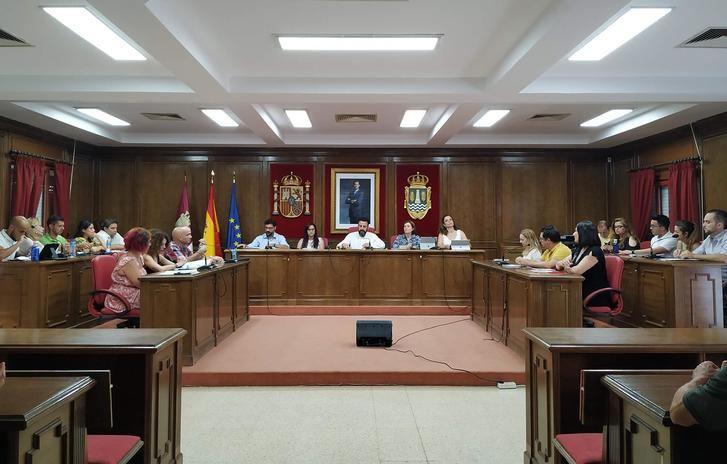 """El Pleno del Ayuntamiento de Azuqueca se reparte """"el jornalillo"""" entre los nuevos concejales con el voto solo a favor de los socialistas"""