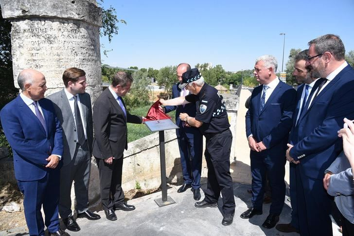 Alberto Rojo agradece públicamente al Intendente Jefe de la Policía Local de Guadalajara Julio Establés sus 37 años de dedicación a la ciudad