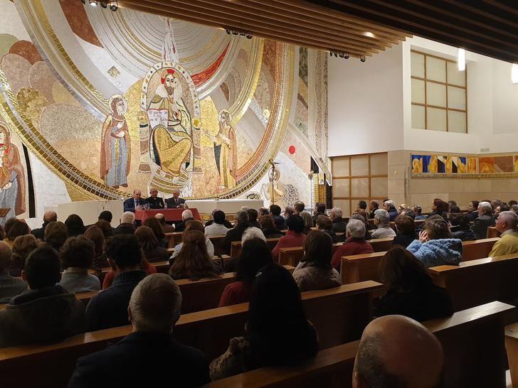 """Latre participa en la presentación del libro """"El Salvador. Descripción de su conjunto iconográfico"""""""
