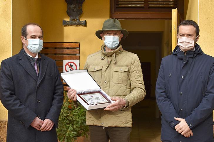 El Ayuntamiento de Guadalajara reconoce la labor de Fernando López Herencia para convertir el centro de recuperación del zoo municipal en una referencia nacional