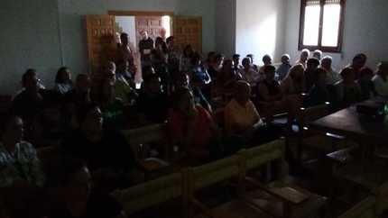 Medio centenar de vecinos acuden a la reunón informativa sobre Macrogranjas en Tordesillos