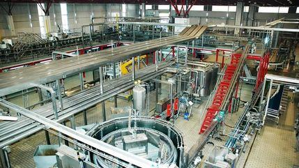 La compañía cervecera Mahou comercializa una plataforma logística junto a su fábrica de Alovera