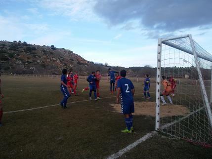 El CD Mandayona continúa en lo más alto de la tabla tras la victoria contra el C.R. Fontanar