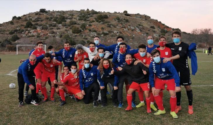 El CD Mandayona gana 3-0 al CD Espinosa en Los Tobares