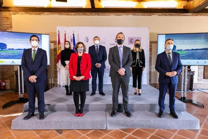 Merino firma el convenio que da luz verde a la llegada del Plan de Sostenibilidad Turística para Sigüenza por valor de 1,4 millones de euros