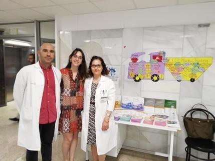 Mesa informativa de AEAL en el Hospital de Guadalajara