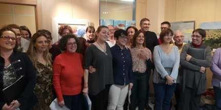 """Las """"Mujeres con color"""" abarrotan la sala de exposiciones en la inauguración de su muestra en Cabanillas"""
