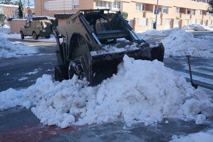 El Ayuntamiento de Guadalajara pide a los vecinos su colaboración para que RETIREN sus vehículos para facilitar la retirada de nieve acumulada en calzadas y aceras (Vea AQUÍ las calles afectadas)