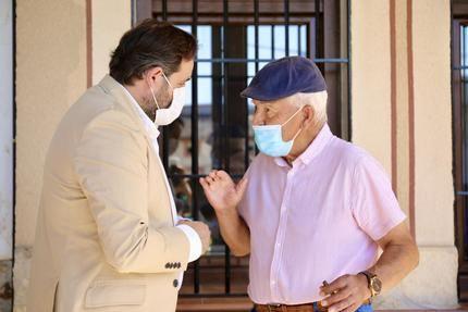 Durante su visita a Aranzueque Paco Núñez reclama a Page que inicie los trámites para la contratación de 5.000 sanitarios más para reforzar el sistema sanitario de CLM