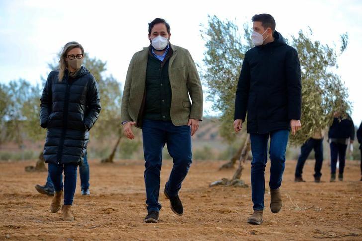 Núñez exige a Page soluciones inmediatas para controlar la plaga de conejos en el campo regional e indemnizar los daños a los agricultores