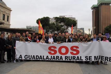 Paco Núñez muestra en la manifestación de Madrid su compromiso con el mundo rural apostando por la creación de empleo y atajando el problema de la despoblación