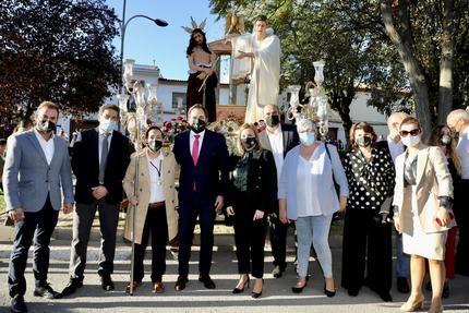 Paco Núñez asiste al Viacrucis por el centenario de Hermandades de Semana Santa de Campo de Criptana
