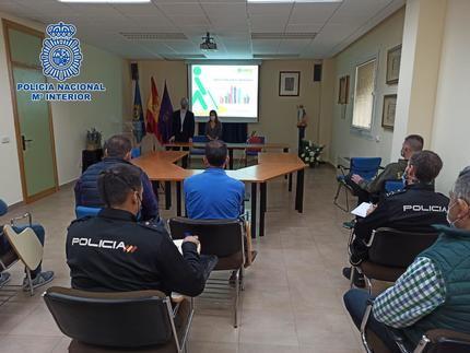 La Policía Nacional amplía su formación, gracias a la ONCE, para mejorar la atención a las personas con discapacidad visual de Guadalajara