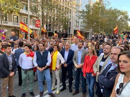 """Califican al socialista Page de """"falta de valentía y tibieza"""" por su ausencia en la manifestación de Barcelona"""