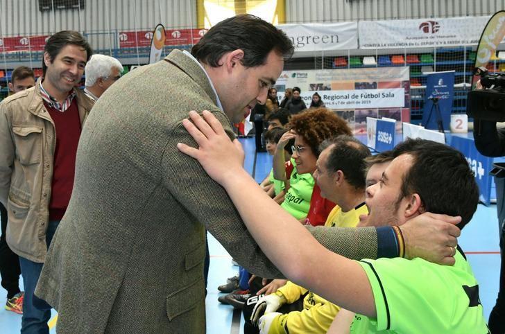 Paco Núñez asiste al campeonato regional de futbol sala de Fecam en Azuqueca