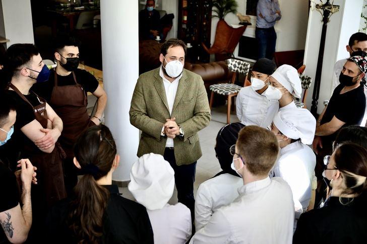Núñez y el PP se sumarán este domingo a la protesta de hosteleros de Guadalajara por las medidas restrictivas en el sector
