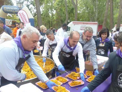 Se agotaron las 5.000 raciones de la Paella Solidaria previstas por la Diputación de Guadalajara