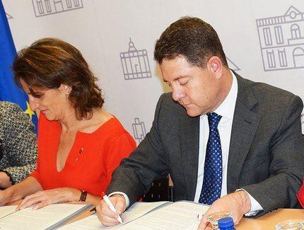 El presidente de Castilla-La Mancha y la ministra para la Transición Ecológica firman un protocolo para el desarrollo de Zorita