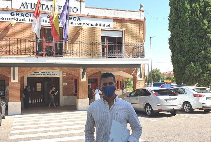 """Acusan al alcalde socialist de Azuqueca de querer """"hacer trampas"""" con los contratos menores y las facturas"""