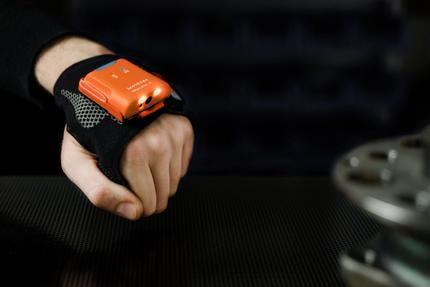 Presentan PROGLOVE, un guante con escáner
