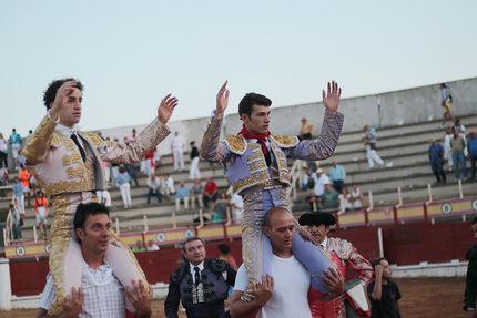 Víctor Hernández y Alvaro Sánchez abren la puerta grande de Las Cruces de Sigüenza