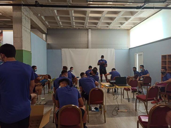 El Quabit BM Guadalajara arranca los entrenamientos con la renovación de su estandarte Jota Hombrados