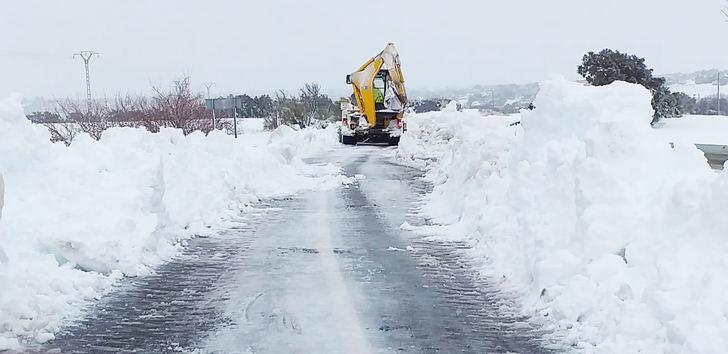 Cerca de mil caminos permanecen embolsados en sus vías, Almoguera y Pareja aún sufren cortes de luz y persisten los problemas de telefonía en Molina de Aragón